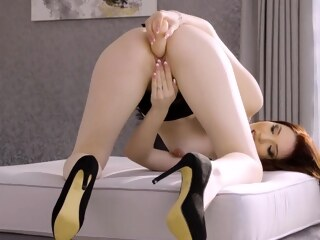 LobsterTube babe brunette hd