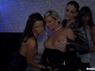 LobsterTube big tits blonde brunette