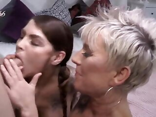 LobsterTube amateur blowjob fingering